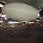 Im Hangar am Mast